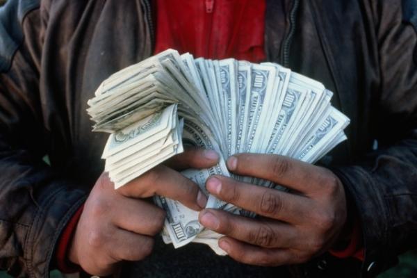 Как считают деньги под прилавком
