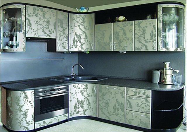 витраж между ванной и кухней