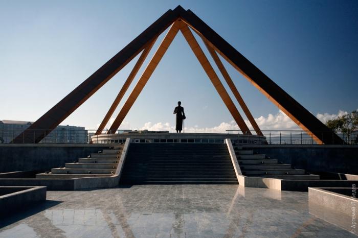 памятник русской учительнице