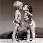 """Оригинал схемы вышивки  """"Первый поцелуй """".  Первый поцелуй, малыши, девочка, мальчик, любовь, дети..."""